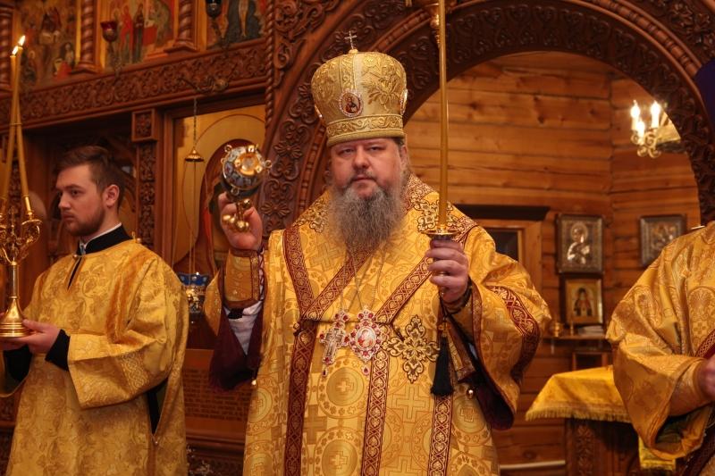 Митрополит Корнилий совершил всенощное бдение в храме апостолов Петра и Павла в Карпогорах