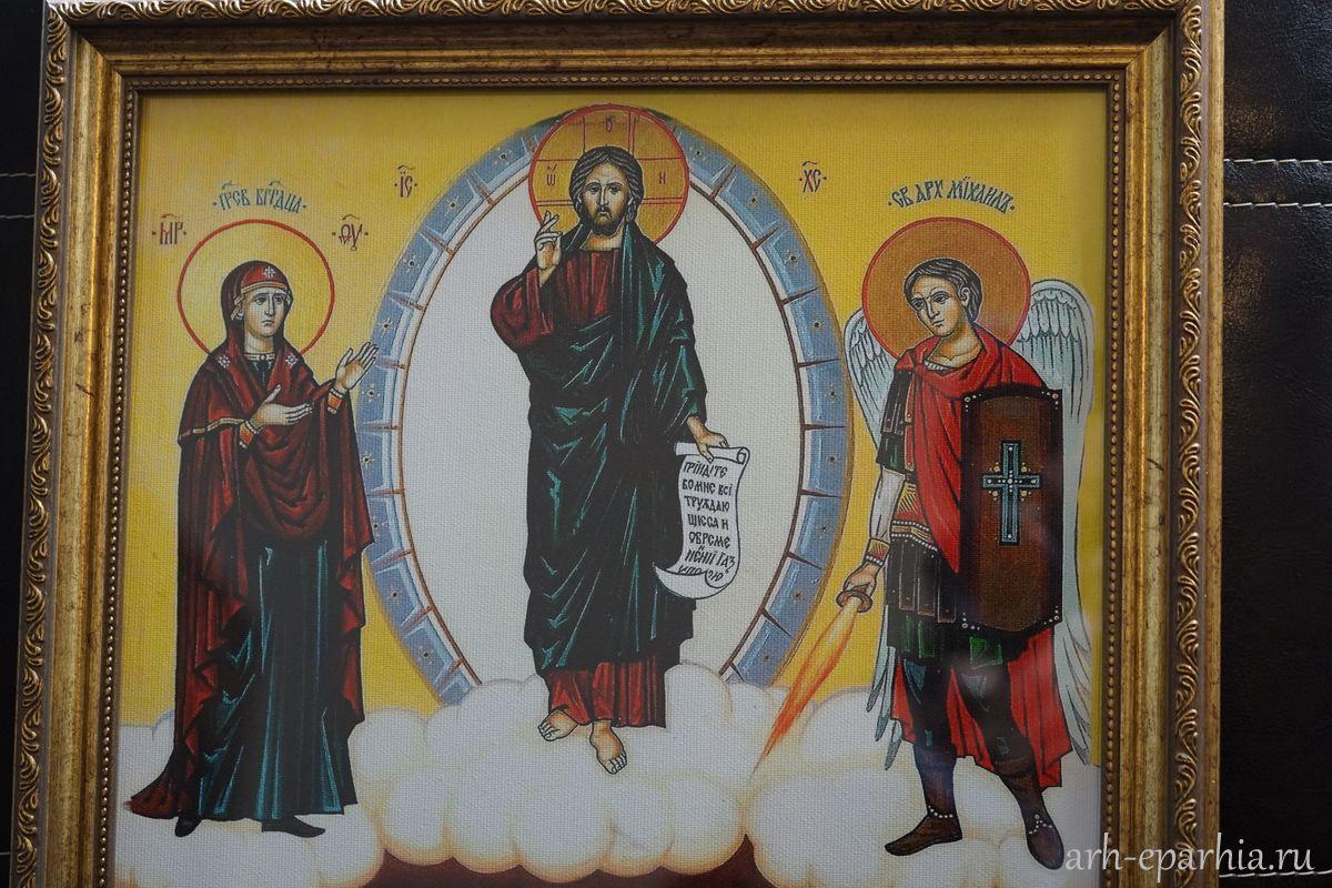 Ликвидаторы аварии на ЧАЭС передали икону «Чернобыльский Спас» для Михаило-Архангельского собора