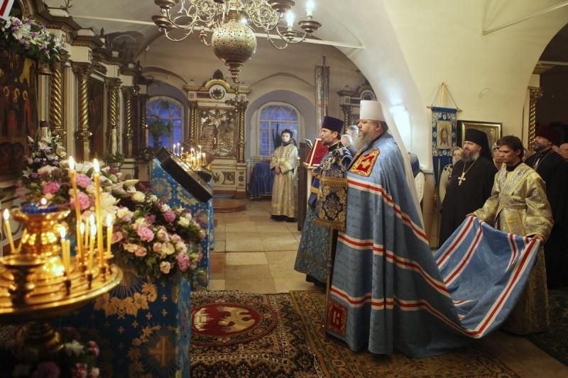 Митрополит Корнилий в праздник Сретения Господня совершил Литургию в Заостровье
