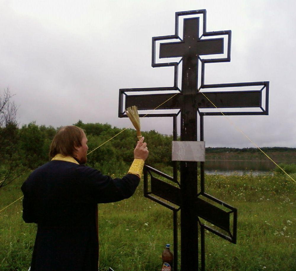 Крест_на_Красном.jpg
